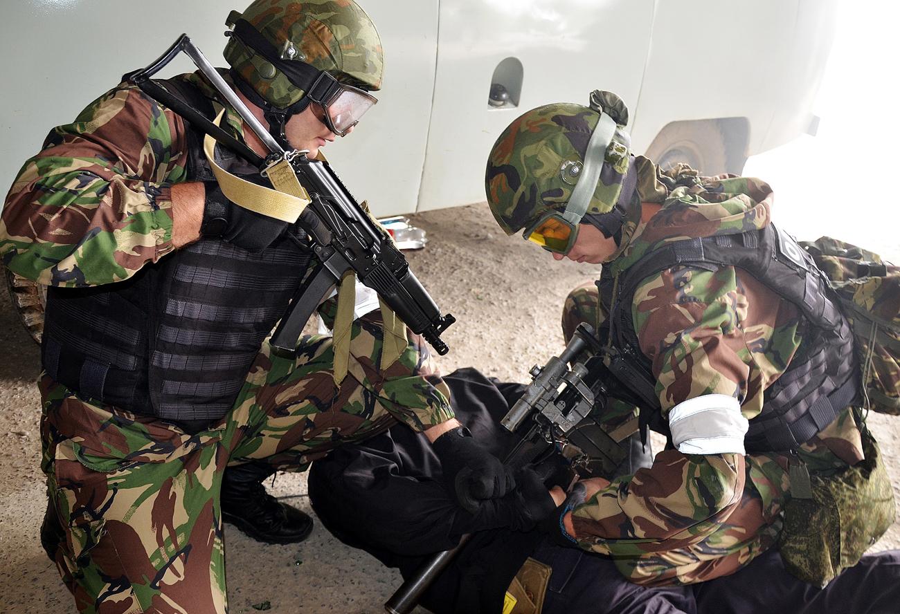 Komite Nasional Antiterorisme (NAC) mengatakan bahwa serangan tersebut dimulai pada pukul 02.30 pagi di fasilitas unit militer Rosgvardiya di Naursky, Chechnya.