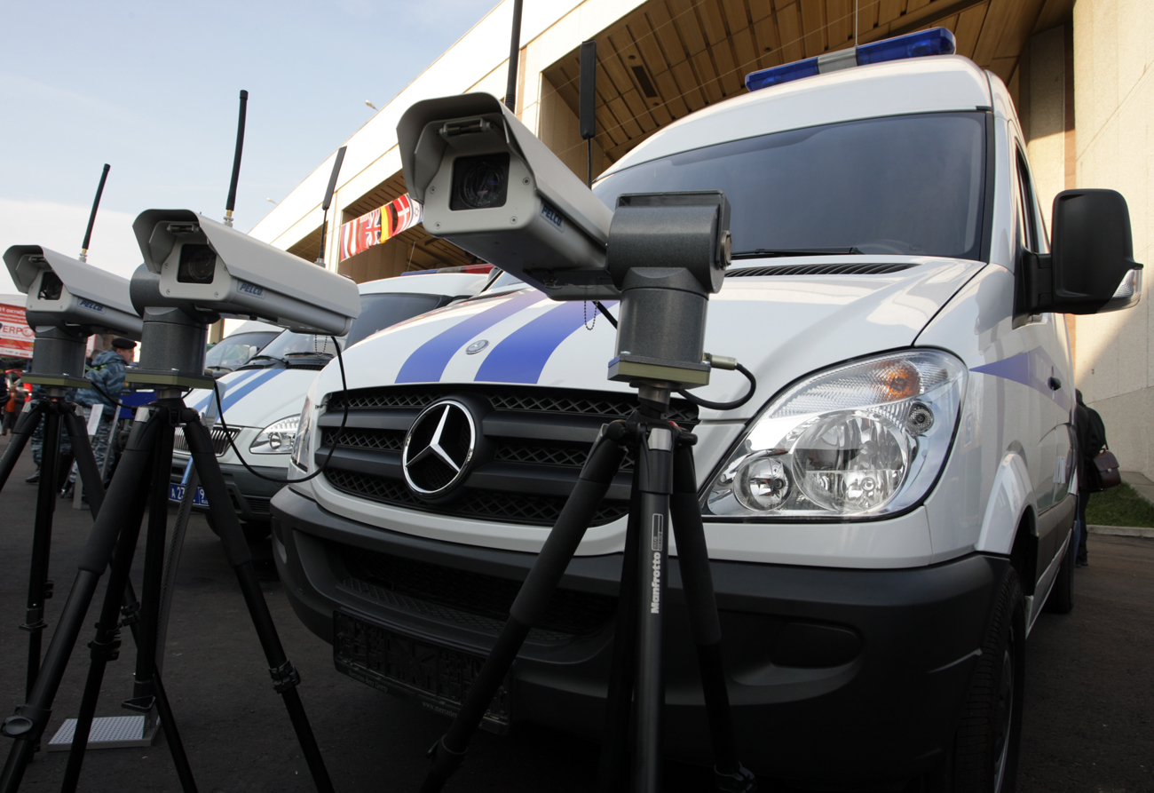 Moscow has 140,000 video surveillance cameras, 100,000 of which are located in building entrances. Photo: Mercedes Benz minivans turned into special purpose police vehicles.