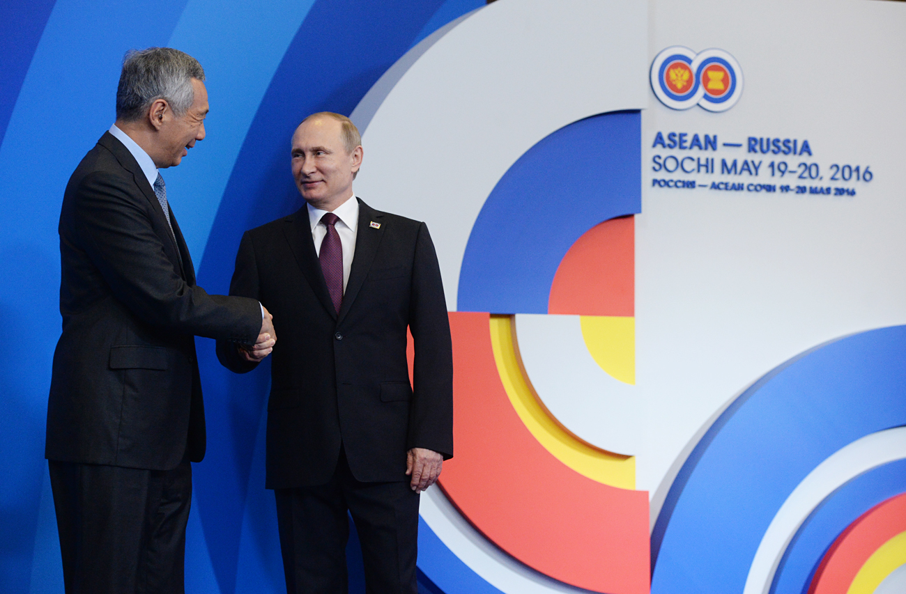 Russian President Vladimir Putin, right, and Prime Minister of Singapore Lee Hsien Loong in Sochi.