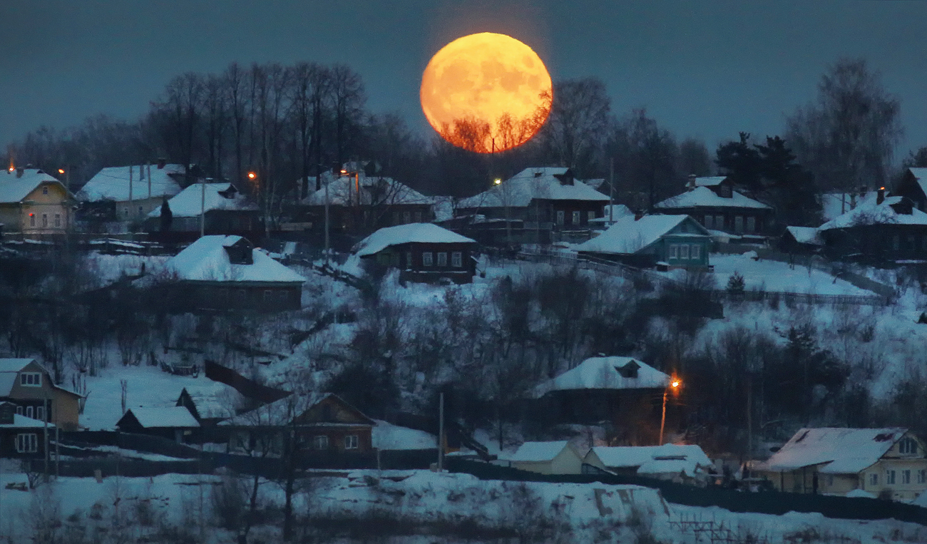 Supermoon rises over the town of Zavolzhsk in Ivanovo region, Russia.