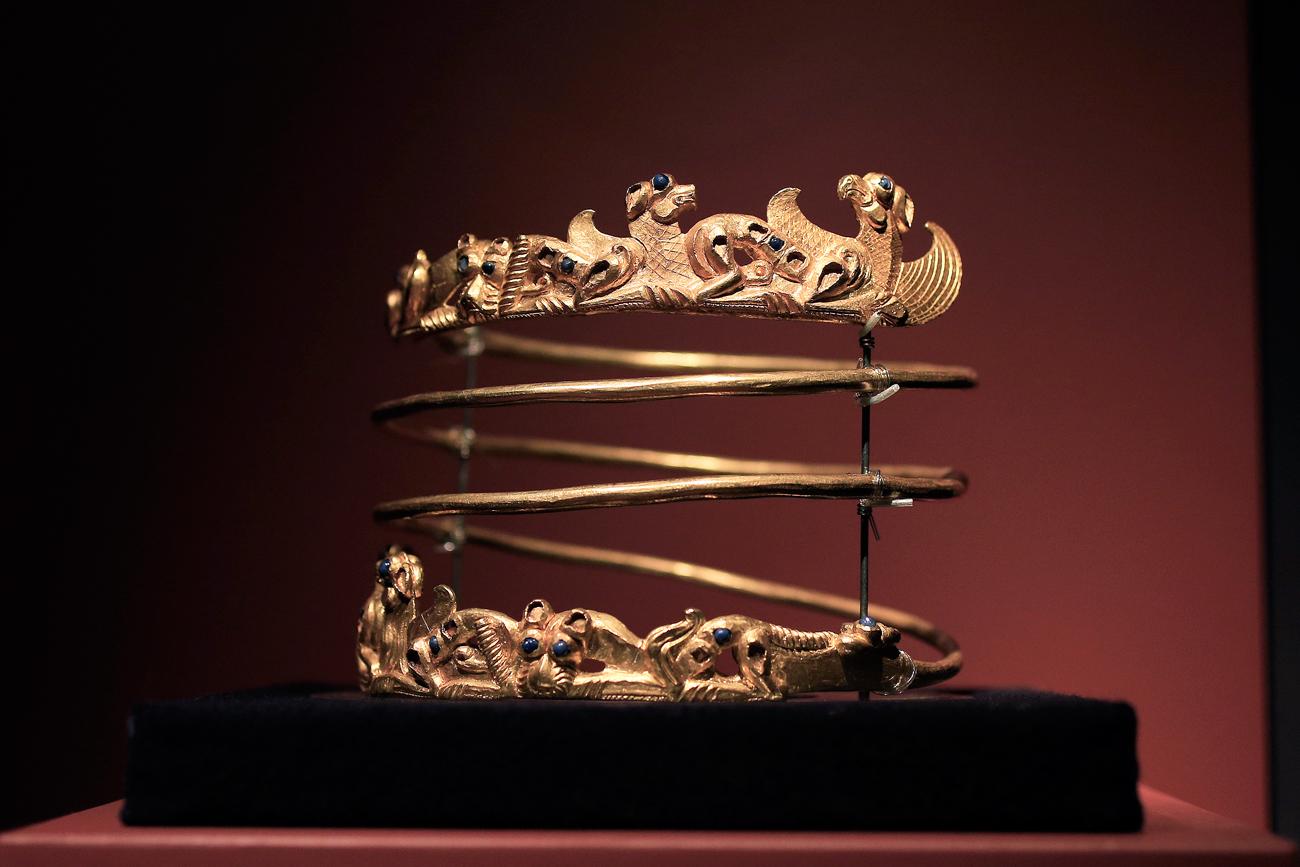 """Ein Torques – ein keltischer Halsreif – aus dem zweiten Jahrhundert vor Christus ist Teil der Ausstellung """"Krim – goldene Insel im Schwarzen Meer"""", die im Februar 2014 von der Krim nach Amsterdam kam."""