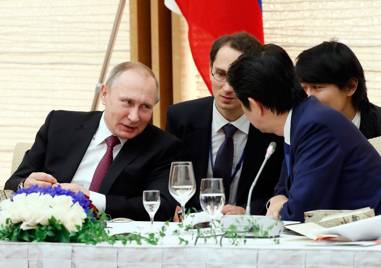 ウラジーミル・プーチン大統領と安倍晋三首相