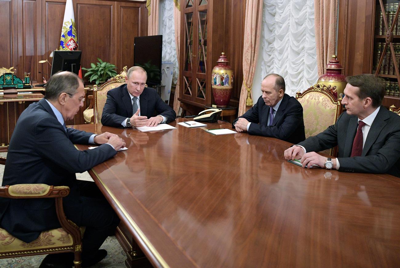 Владимир Путин: Андреј Карлов је изгубио живот на борбеном положају. /