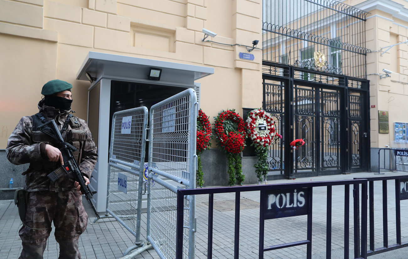 Special forces guard the Russian Consulate in Istanbul, Turkey on Dec. 20, a day after Russia's Ambassador to Turkey, Andrey Karlov, was shot at an art exhibition in the Turkish capital of Ankara.