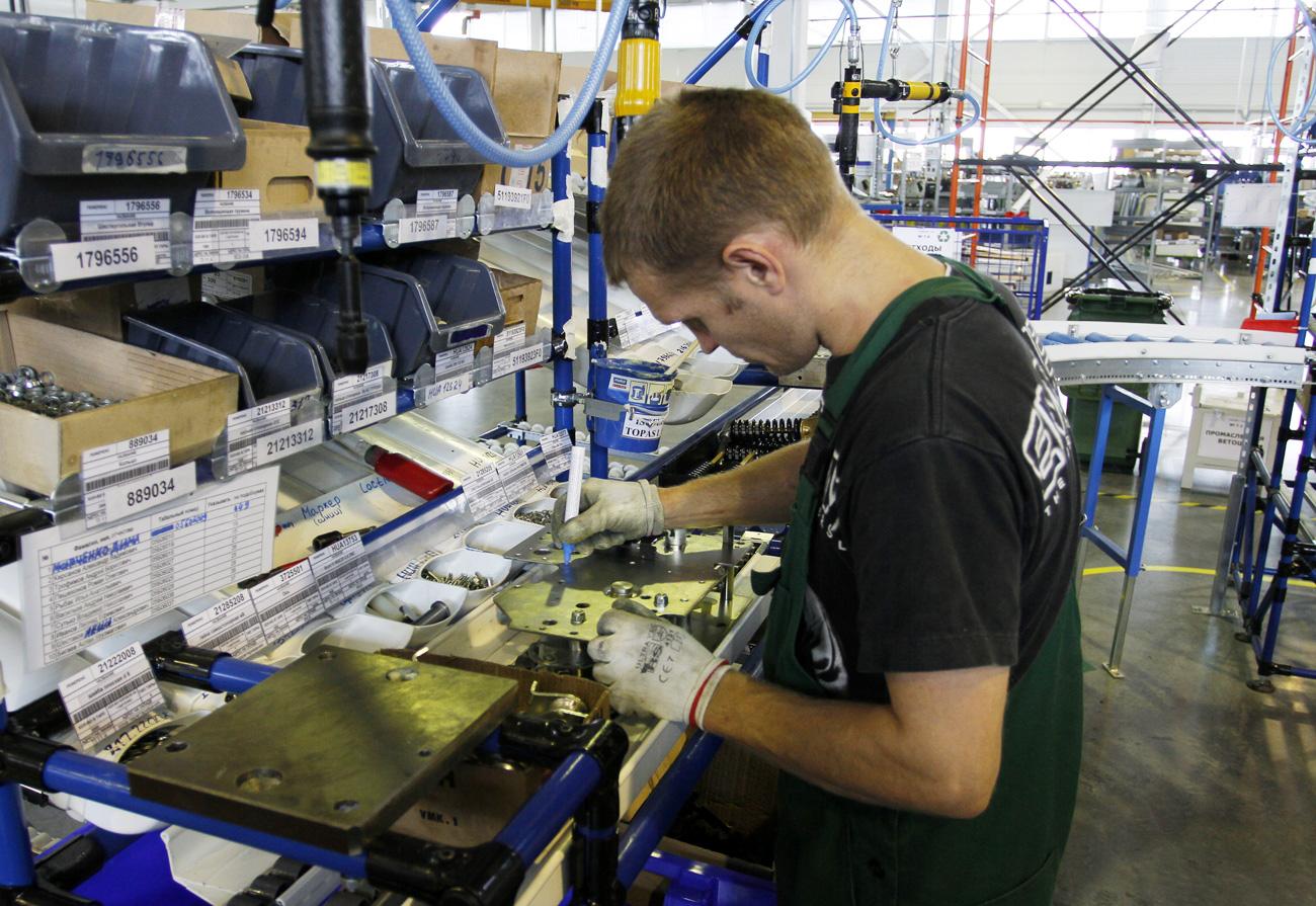 Dans une usine de Schneider Electric en Russie.