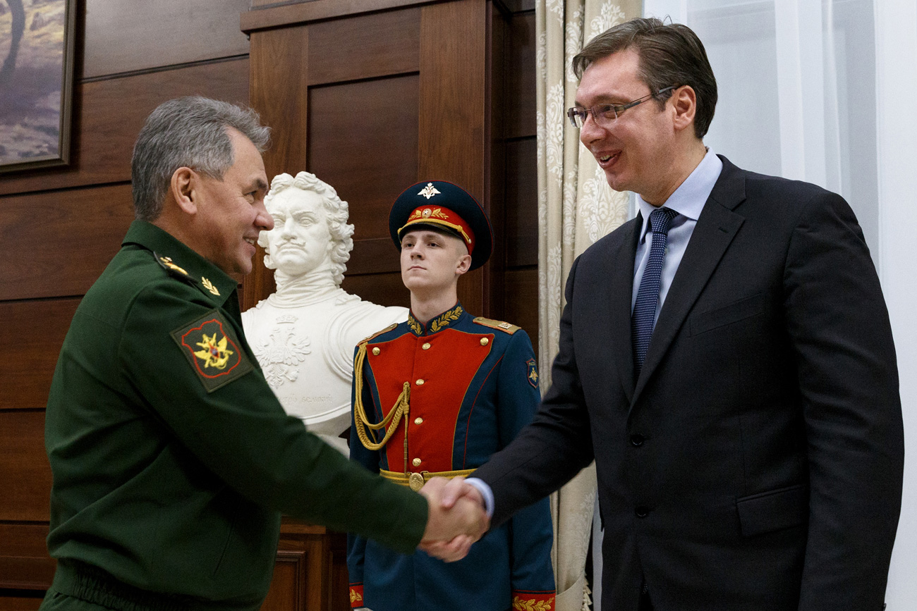 Russian Defence Minister Sergei Shoigu, right, and Serbian Prime Minister Aleksandar Vucic during a meeting in Moscow.
