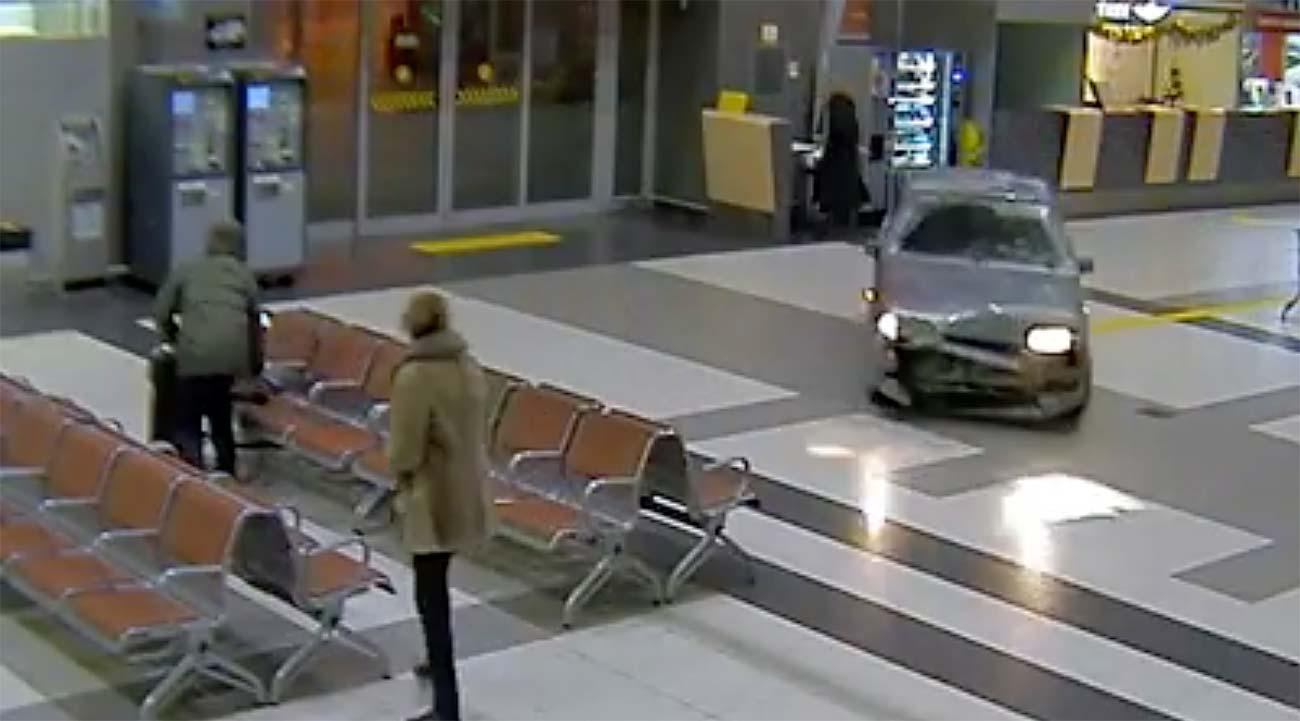 Durante todo o período, policiais se corriam a pé atrás do motorista, que só foi detido do lado de fora do aeroporto.