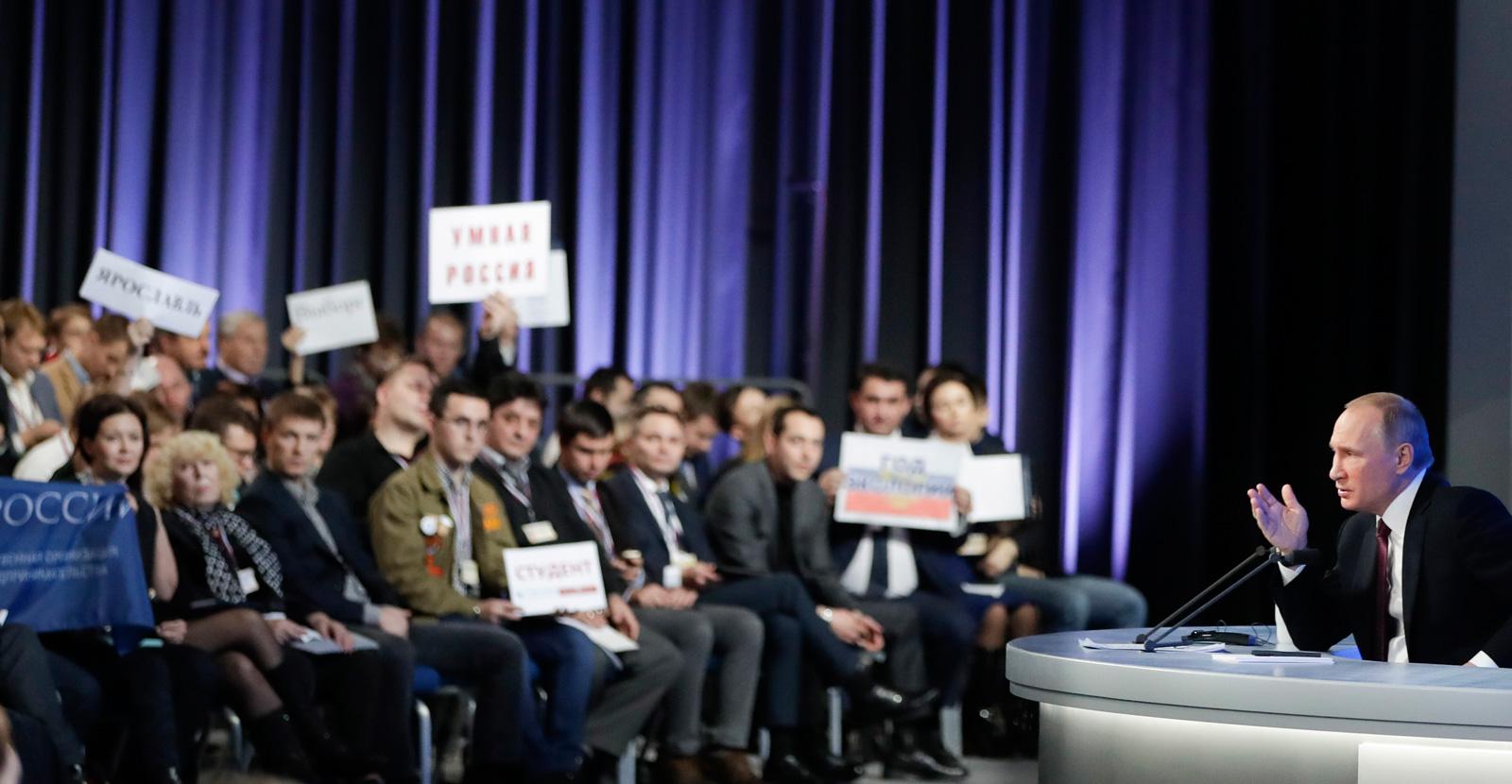 Presiden Rusia Vladimir Putin menggelar sesi tanya-jawab tahunan, Jumat (23/12), yang berlangsung hampir 4 jam dan dihadiri lebih dari 1.300 wartawan.