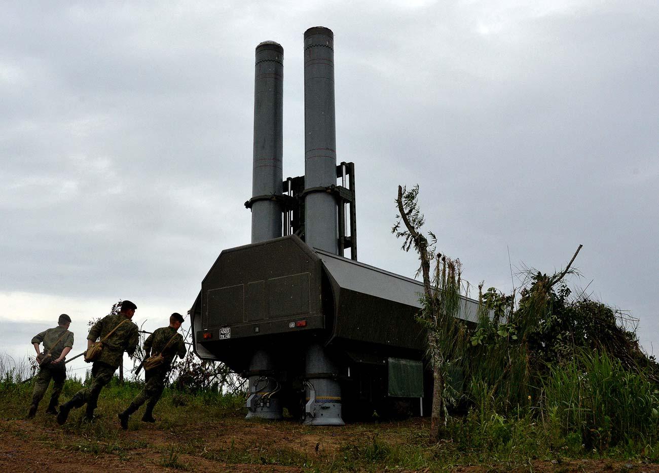 Sistem rudal pertahanan pantai Bastion selama latihan di Wilayah Primorsky. Sistem rudal Bastion resmi memasuki layanan unit pesisir Armada Pasifik Rusia pada 2016. Sumber: Vitaliy Ankov / RIA Novosti
