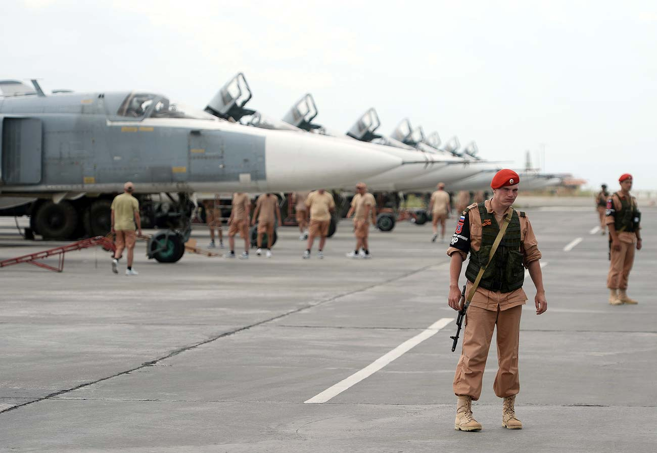Militares na base russa de Hmeimim, na Síria
