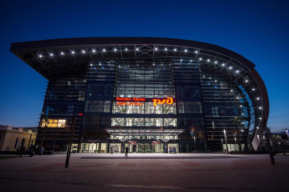 もっとハイテクなものを求めるのなら、ソチに行こう。鉄道アドレル駅は2013年に建設された、オリンピック・パークに最も近い、ロシアで最もモダンな駅だ。もっと読む:ノリリスク鉄道: 荒涼としたツンドラを横断する生命線>>>