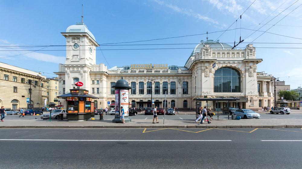 ロシアで最も風格のある鉄道駅は、最も古い鉄道駅でもある。サンクトペテルブルクのヴィチェプスク駅がその扉を開いたのは1837年。最初の列車がサンクトペテルブルクから南部郊外のツァールスコエ・セローに向けて出発した時。