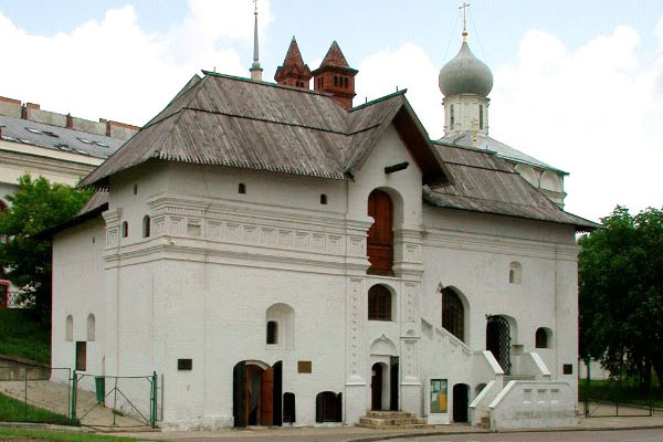 The Old English Court Museum on Varvarka Street on the east side of the Kremlin.