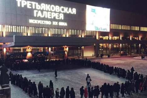 Picture of a line to Tretyakov gallery taken on January 21.
