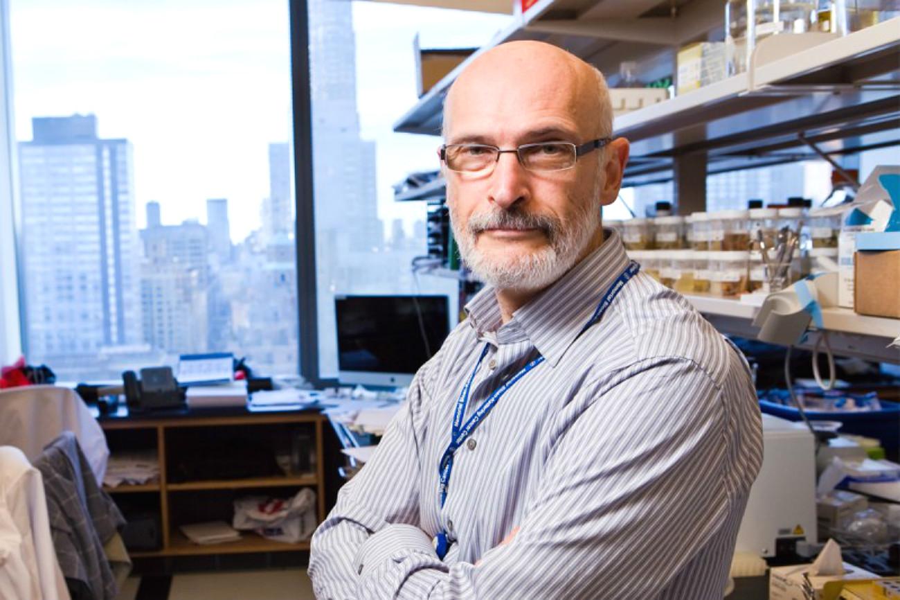 Morador de Nova York, Rudenski se descreve como um cientista russo-americano
