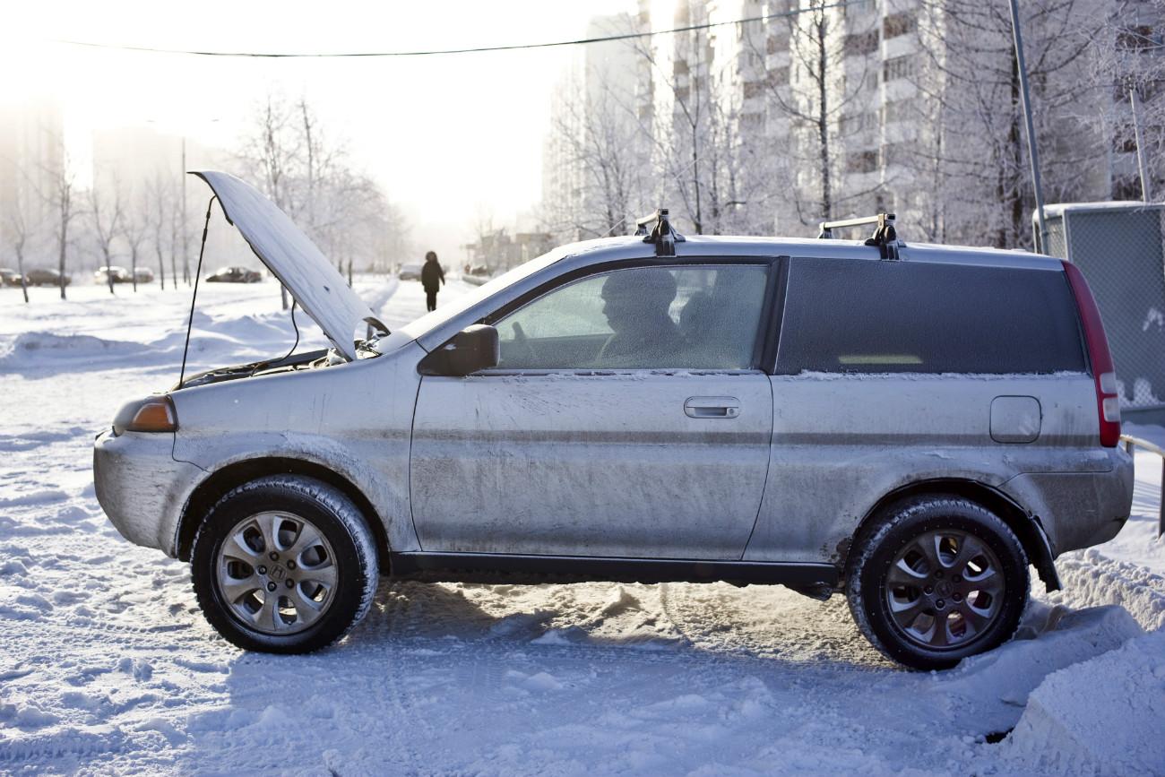 Una macchina in panne per le strade di Mosca\n