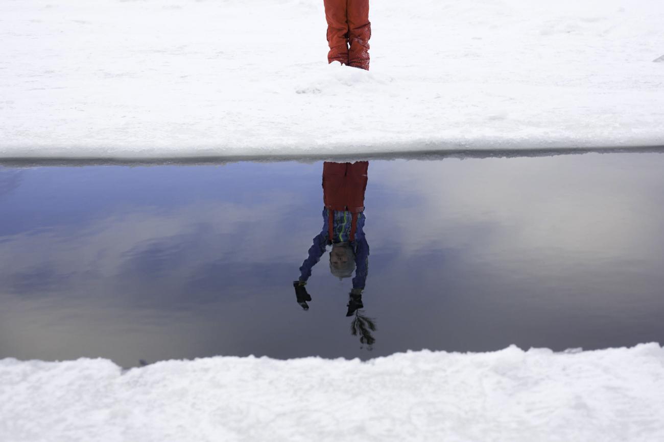 """""""Стъпка в дупката и леденият студ сковава цялото ти тяло. Изпитваш недостиг на въздух. След това за няколко секунди всичко в теб започва да трепери"""". Така московските """"моржове"""" описват усещането в техния клуб."""