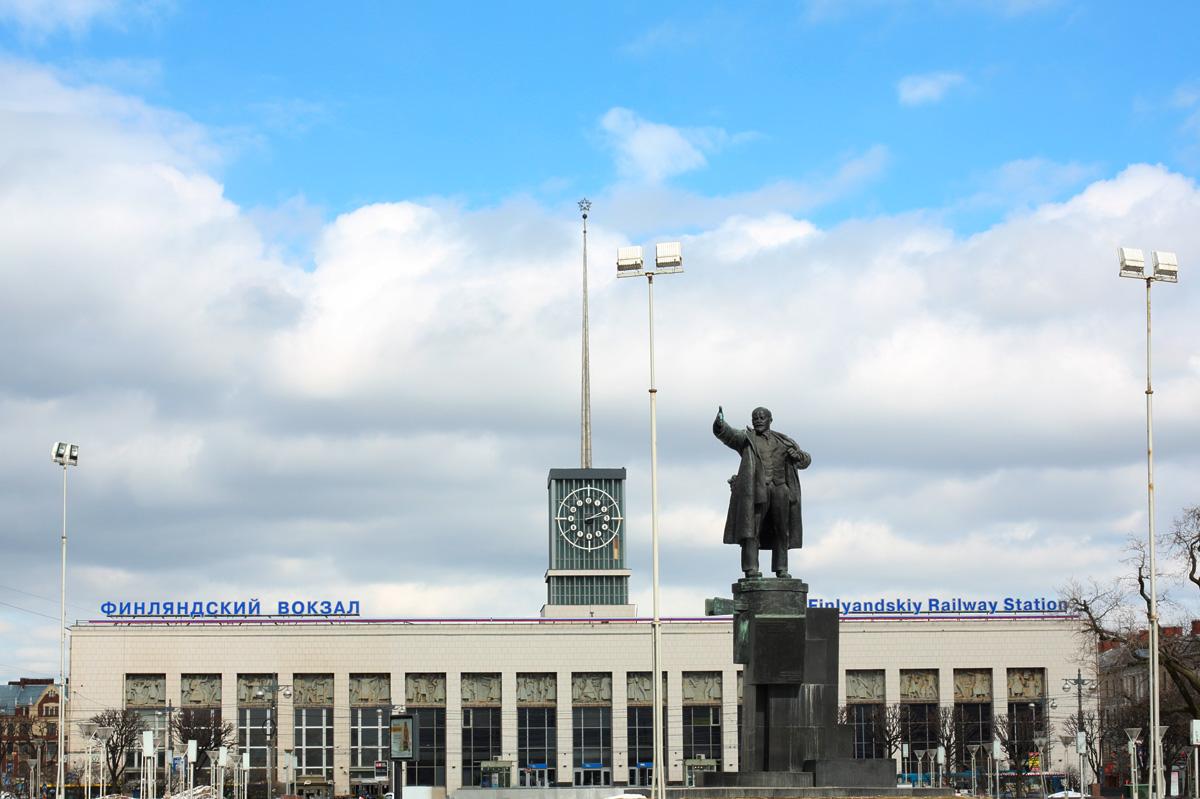 Estátua de Lênin em frente à estação Finlyandskyi Foto: Lori/Legion-Media