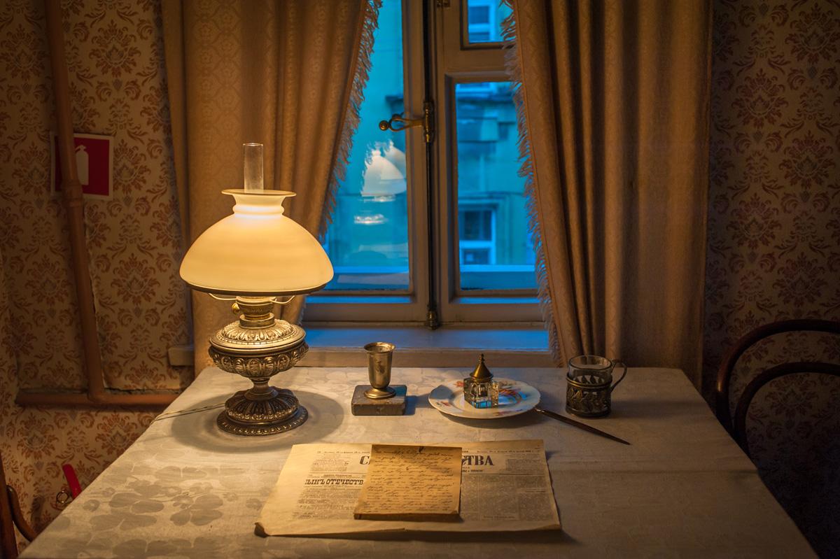 Mesa onde Lênin descrevia seus planos de revolução Foto: Marina Mironova