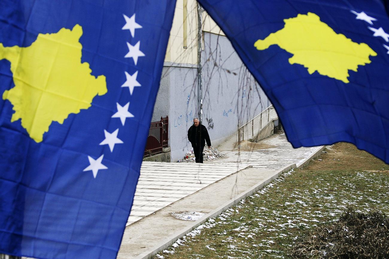 Kosovo je februarja 2008 razglasilo neodvisnost od Srbije. Neodvisnost Kosova priznava 111 članic OZN, medtem ko ga Rusija, Srbija, Kitajska, Indija, Brazilija, Mehika, JAR in mnoge druge države še vedno smatrajo za del Srbije.