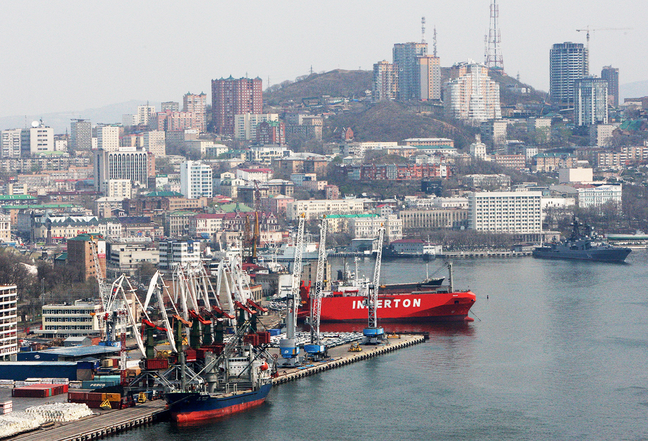 Panorama of the Vladivostok merchant seaport and the city of Vladivostok.