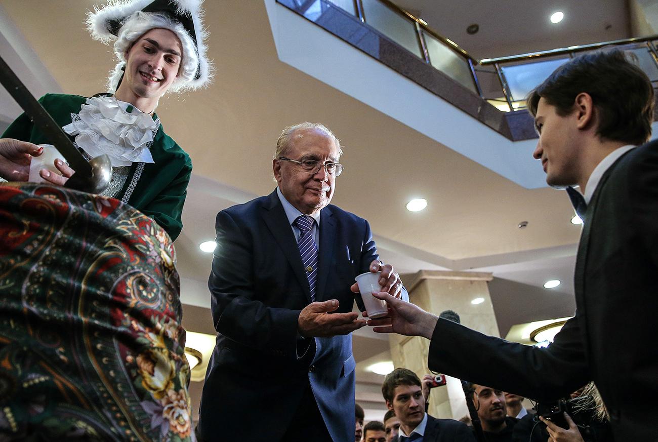 La vida del estudiante en Rusia vista por los extranjeros. El rector de la Universidad Estatal de Moscú, Víctor Sadovnichi (centro).