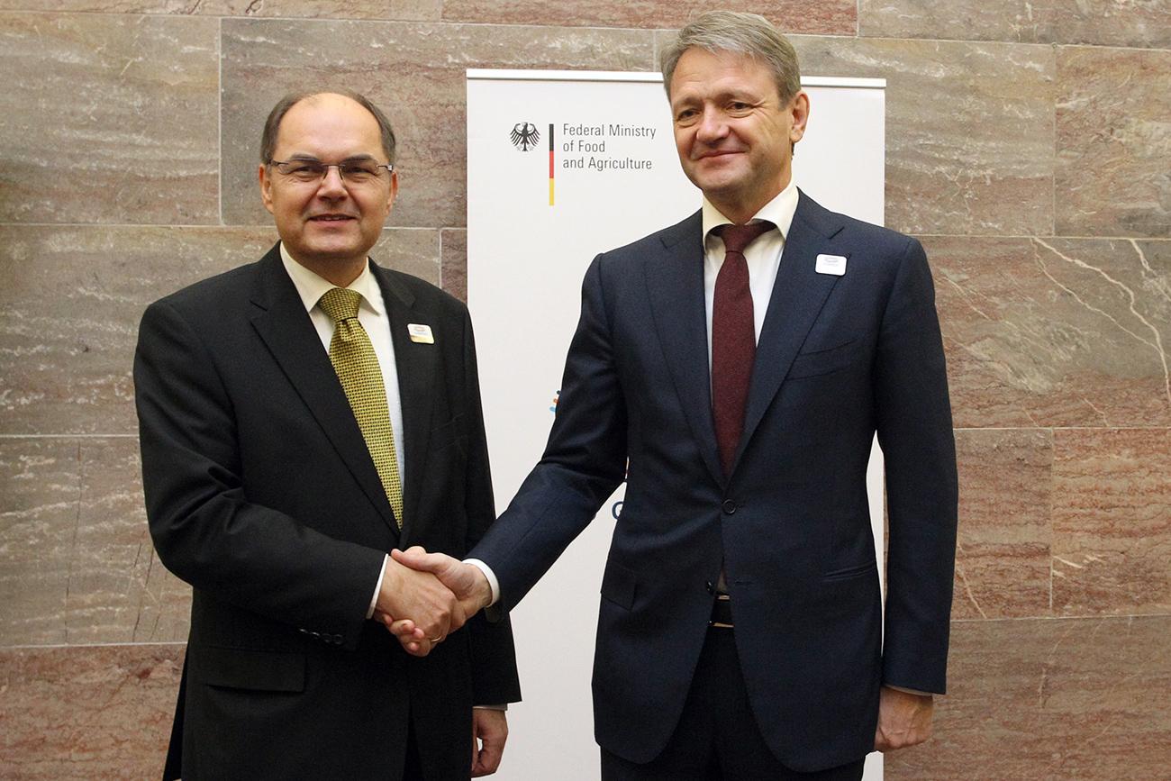 Russlands Landwirtschaftsminister Alexander Tkatschow (rechts) besuchte vergangene Woche Berlin und traf sich da mit seinem Amtskollegen Christian Schmidt (links).