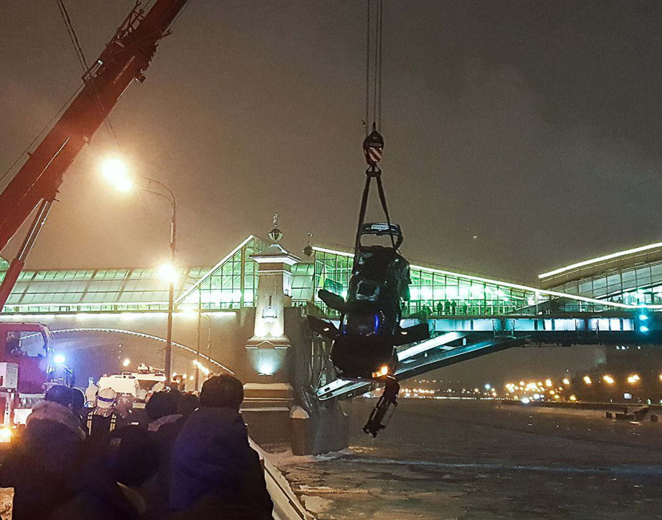 As a result of a car crash in central Moscow, a Subaru Forester smashed through the metal road railing and plunged into the Moscow River.