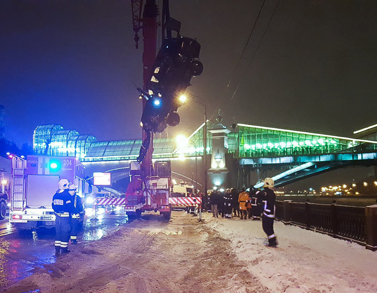 The policeman was later diagnosed with hypothermia and lacerations on both wrists. Source: Moskva Agency