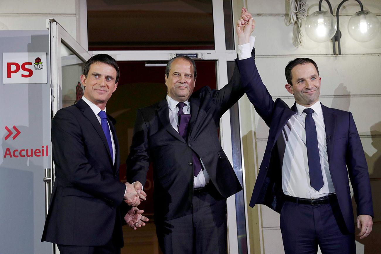 Manuel Valls et Benoît Hamon à l'issue du deuxième tour de la primaire socialiste.