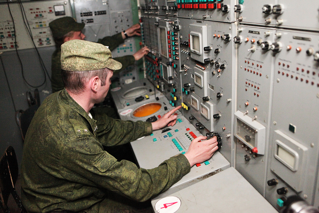 """In the mid-1970s, the Soviet Union conducted research into laser weapons and the results was the A-60, an experimental flying laboratory with a megawatt laser that used an Il-76 aircraft."" Photo: Russian aerospace defense group at the Central Military District."