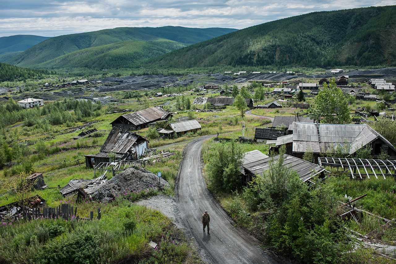In 2008 Ynykchan residents were resettled: houses were demolished in the quest for gold underneath.