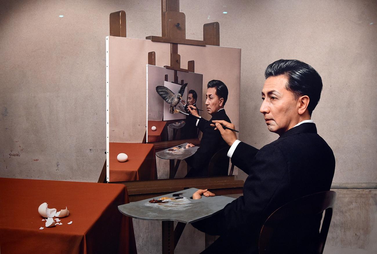「私のその作品が、現実の作品に並んでくるのは、以前もやろうとしていましたが、今までは中々実現できませんでした」と森村氏はオープニングで述べた。 「僕は高校生の時から絵を描くのが好きで、カンディンスキーがすごく好きで、カンディンスキーとそっくりに描いていました。その後、このような作品(セルフポートレート)を作り出したのは1985年からですけど、その一年ぐらいまえ、ロシア・アヴァンギャルドのマレーヴィチや、ロトチェンコ、エル・リシツキー等が本当に好きで、それを思い出すような写真作品を作ったりしました」。森村氏はロシア美術の影響についてこう語る。