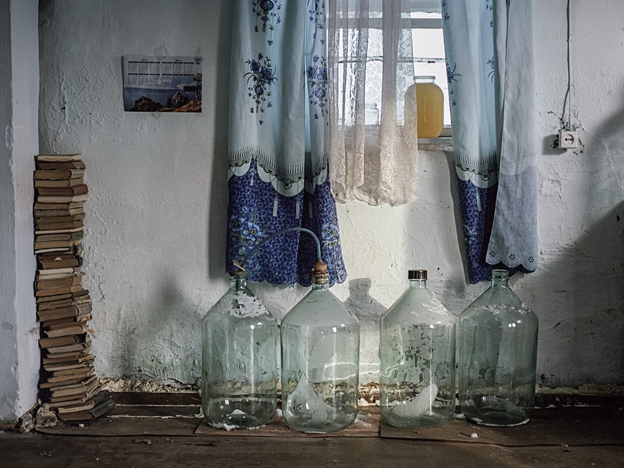 Durante il tempo libero Viktor produce succo di frutta dalle bacche della Siberia e dalla linfa delle betulle