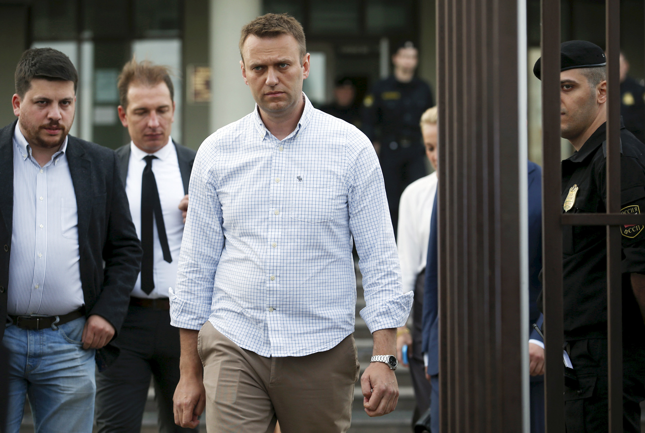 Russian opposition leader Alexei Navalny (C) leaves a court after a hearing in Moscow.