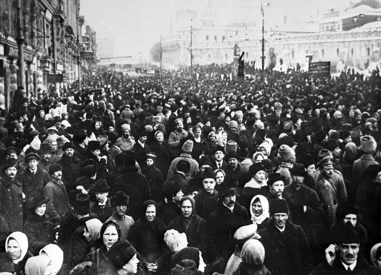Muscovites demonstrating on Teatralnaya Square during the February bourgeois and democratic revolution. Reproduction of 1917 photo.