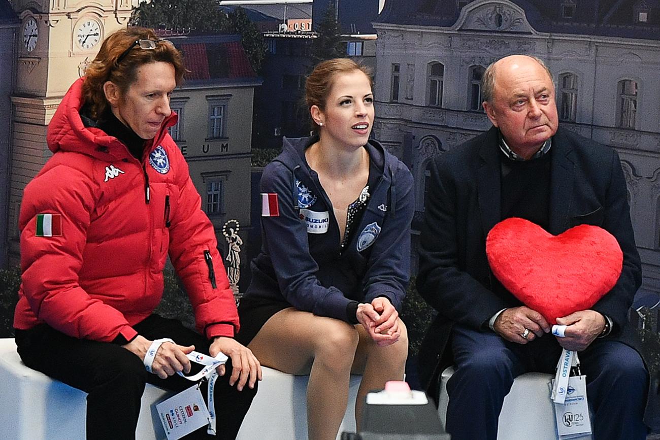 Carolina Kostner insieme all'allenatore Aleksej Mishin (a destra).
