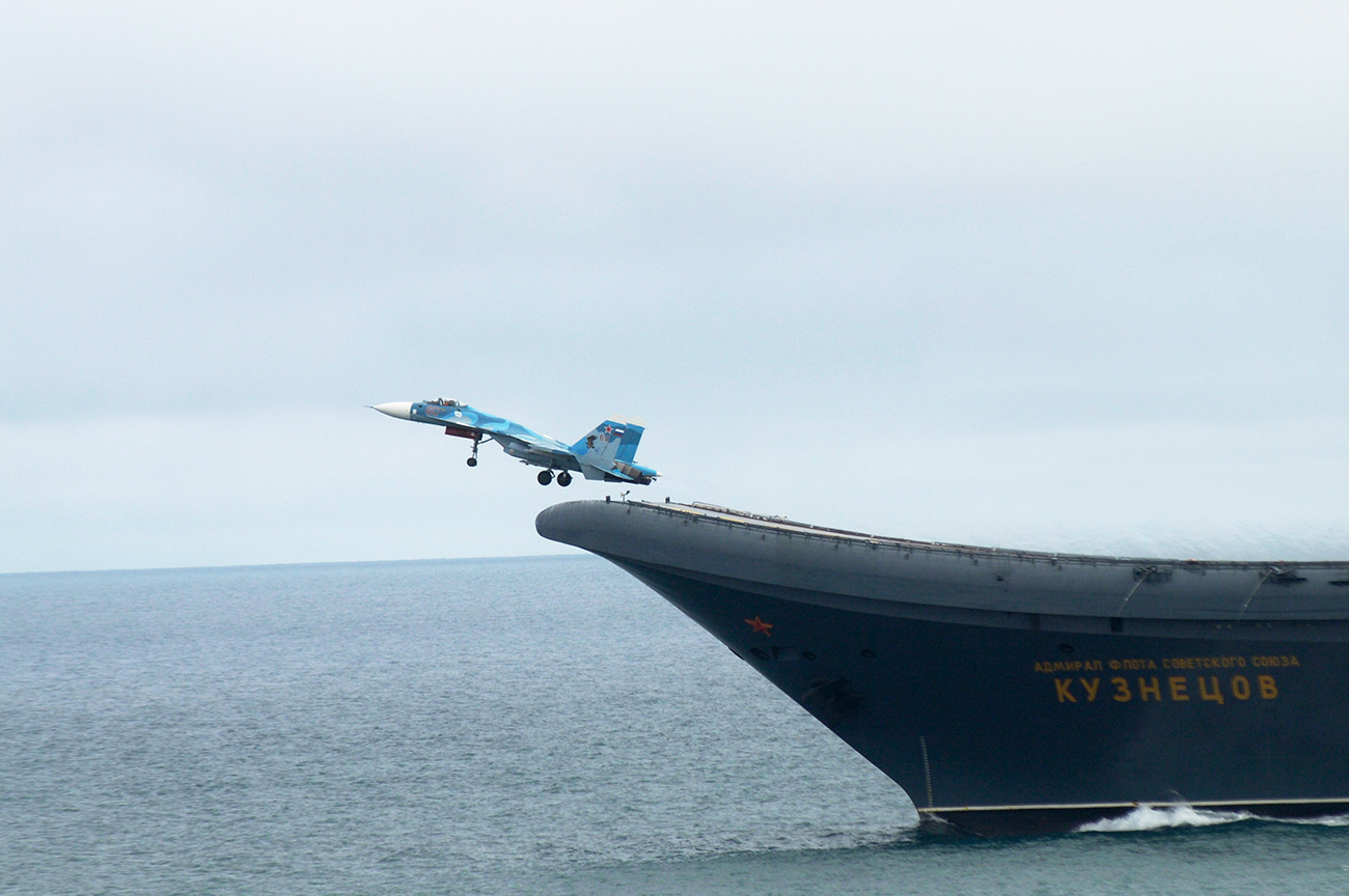 Sukhoi Su-33 fighter jets were launched from the Russian Admiral Kuznetsov carrier as part of a large-scale operation against terrorists in Syria. Photo: Military drills in the Nothern Sea before the mission.