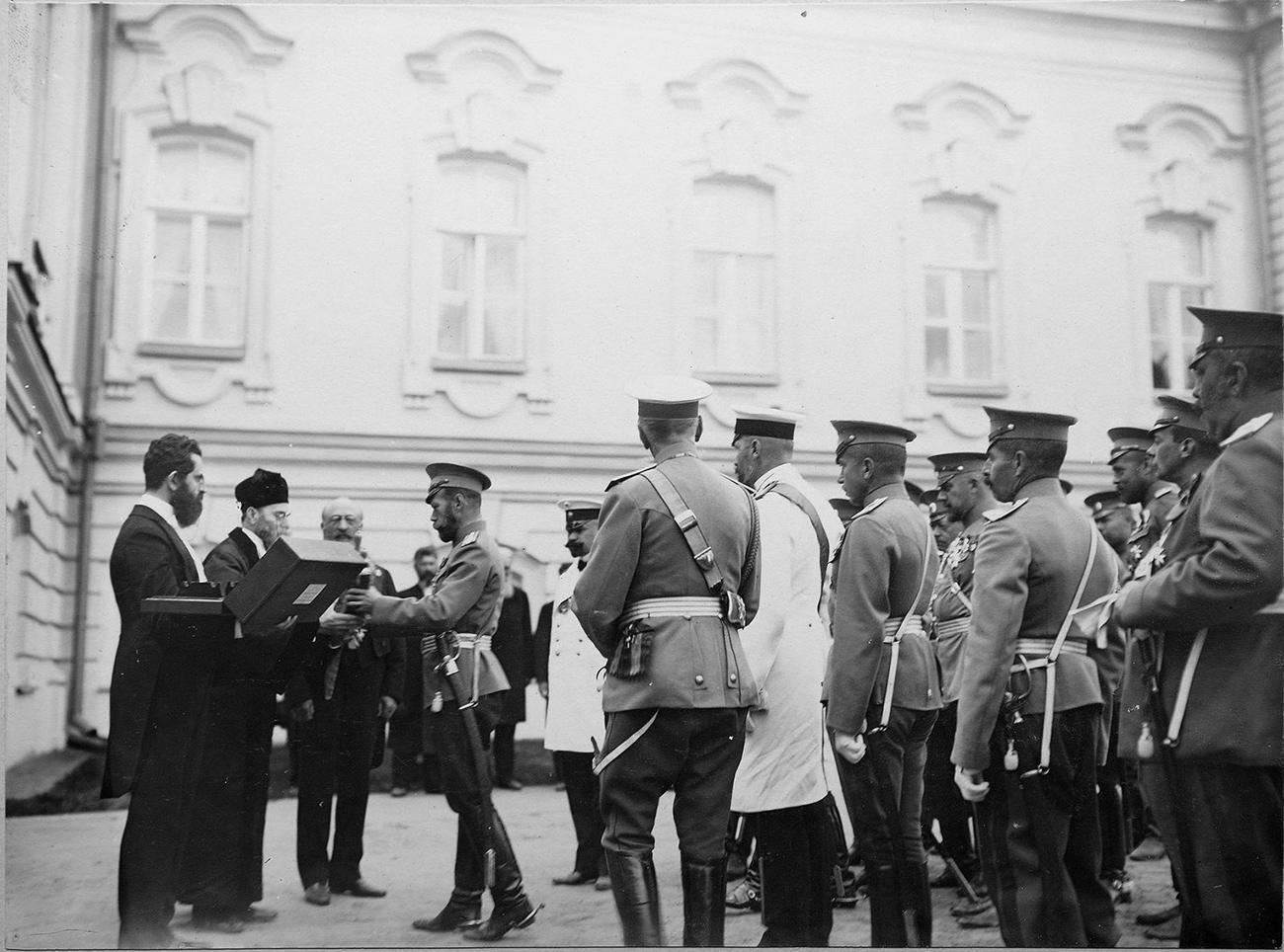 Zar Nikolaus II. trifft im Jahr 1911 mit Vertretern der jüdischen Gemeinde zusammen. / Archivfoto