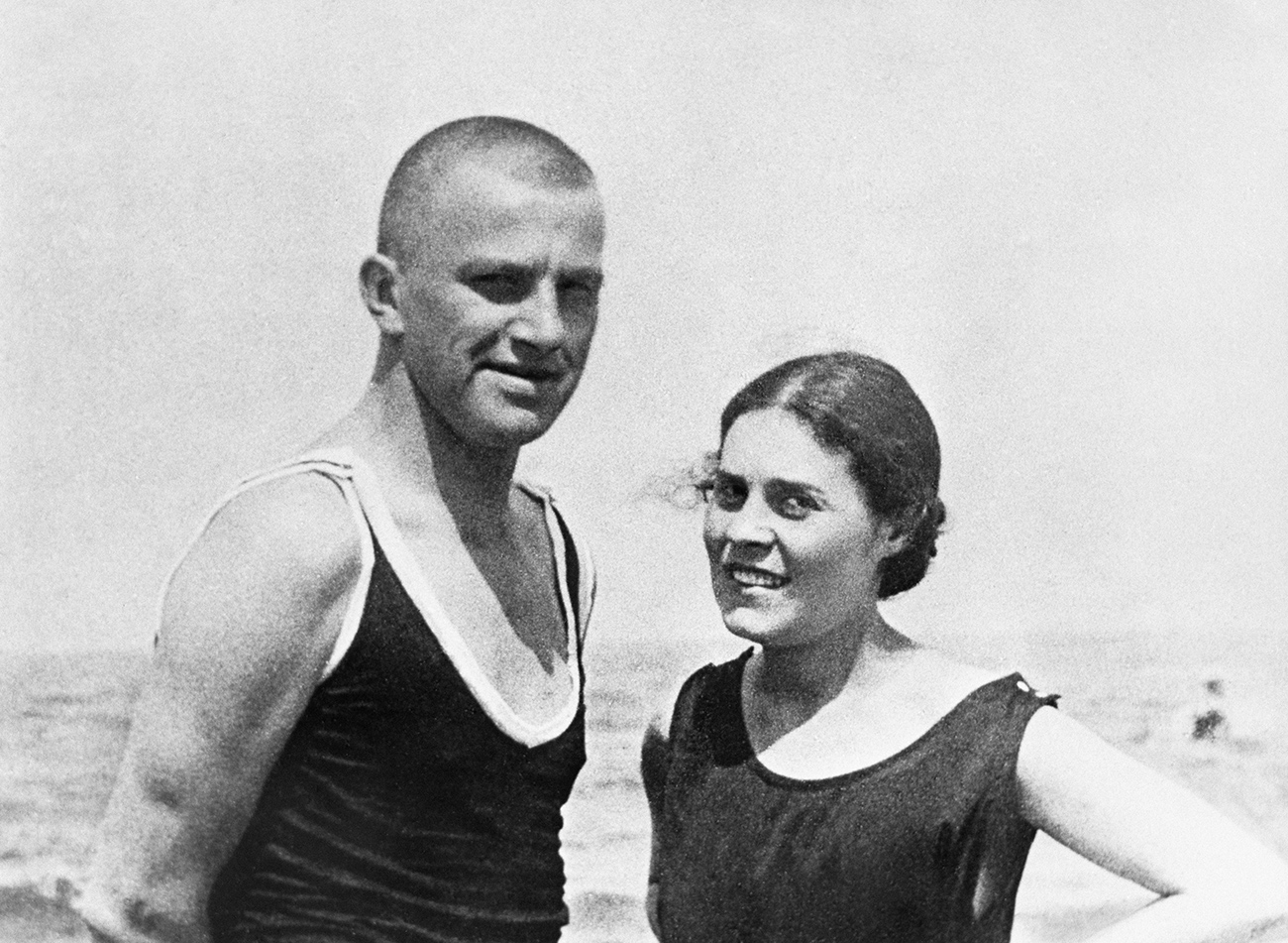 Soviet poet Vladimir Mayakovsky (1893-1930) and Lilia Brik (nee Kagan, 1891-1978) at Norden Zee in Germany in 1922.