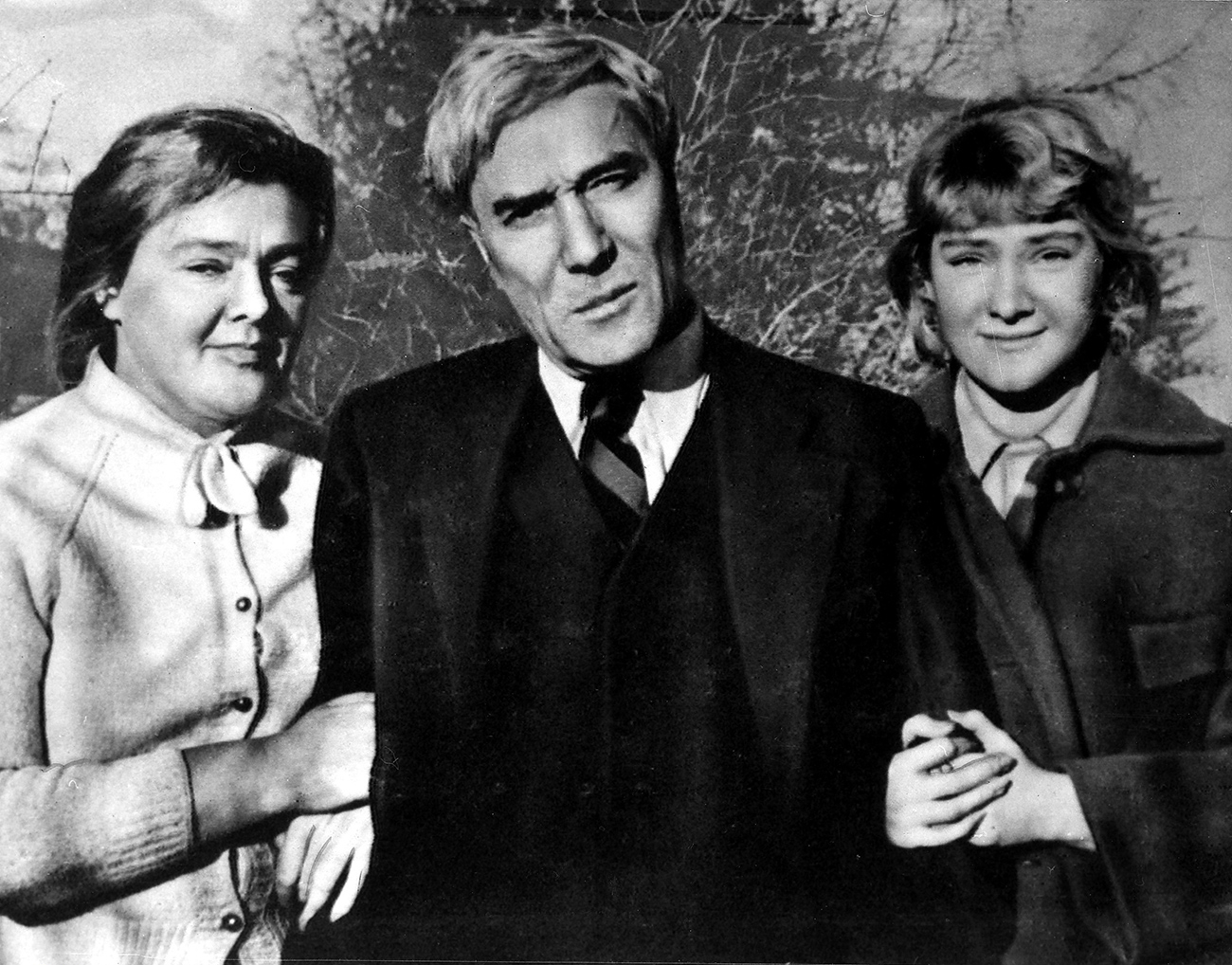 Pasternak Boris Russian writer. Photographed with his muse and life companion Olga Ivinskaya and their daughter Irina, late 1950s. / Photo: Getty Images