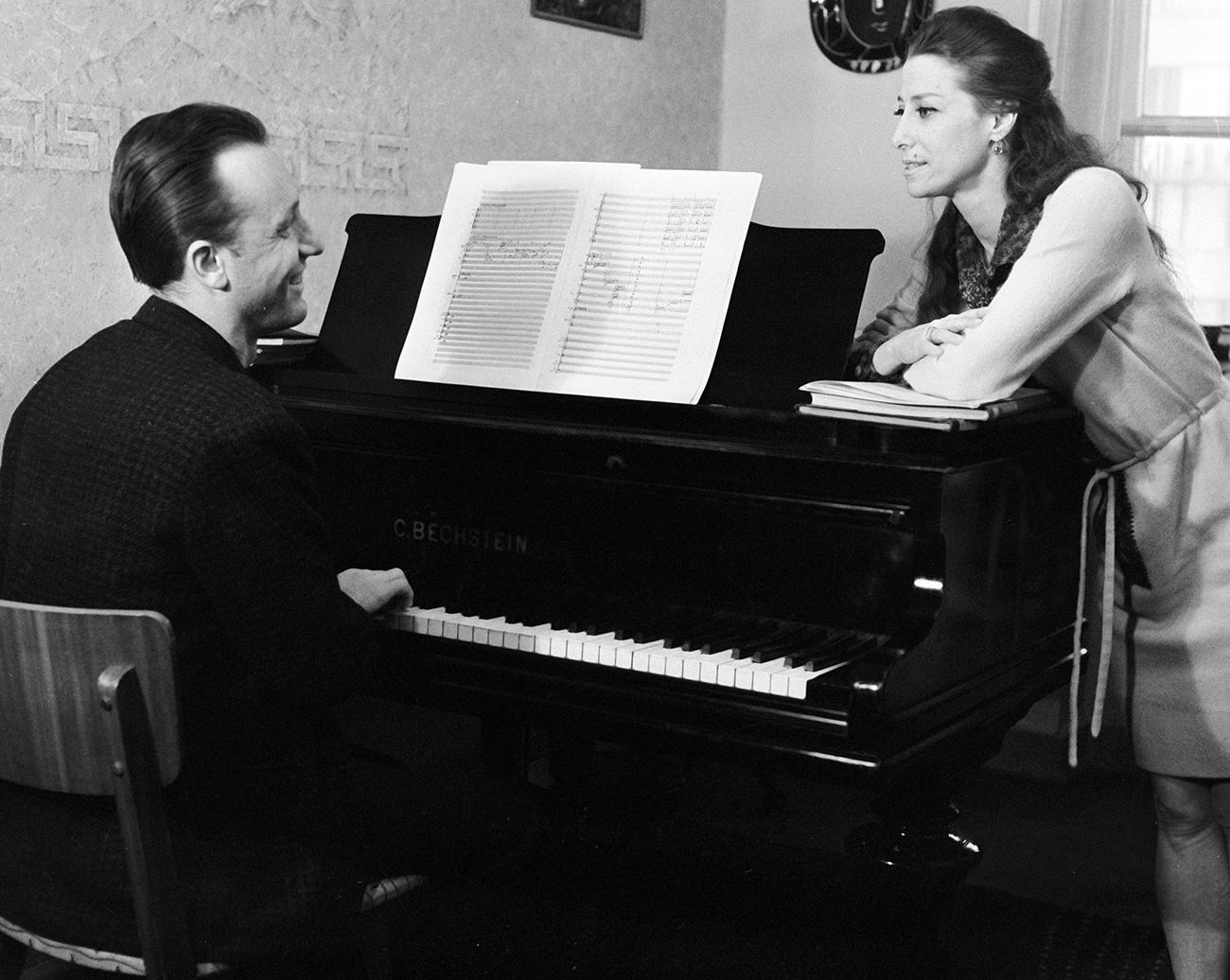 Composer Rodion Shchedrin and his wife ballerina Maya Plisetskaya. / Photo: vasily Malyshev/RIA Novosti