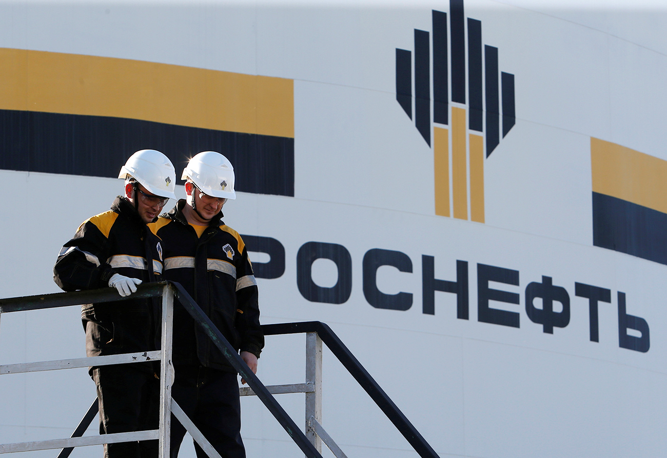 The Russian economy depends on income from oil exports. The public, however, does not know the names of the new owners of the country's largest oil company.
