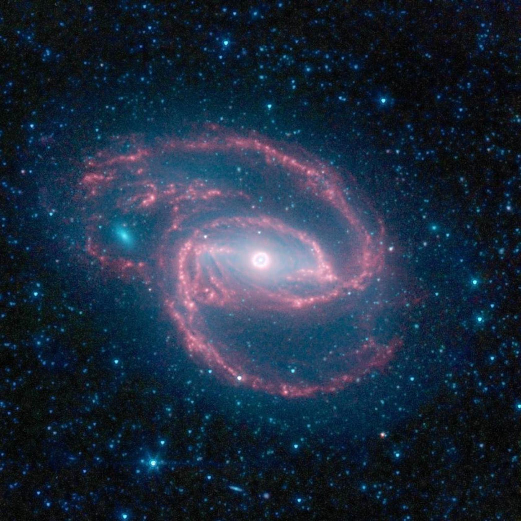 L'Oggetto di Hoag, conosciuta come galassia ad anello, è una galassia dalla forma particolare, la cui struttura ha appassionato molti astronomi. Venne scoperta da Arthur Allen Hoag nel 1950, che la classificò come una nebulosa planetaria o una galassia di forma peculiare