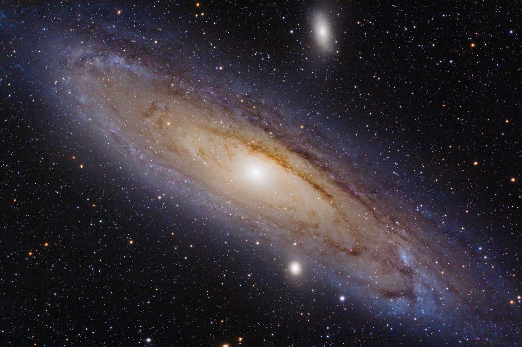 La Galassia di Andromeda è una galassia spirale gigante del Gruppo Locale. Si trova a circa 2,5 milioni di anni luce dalla Terra