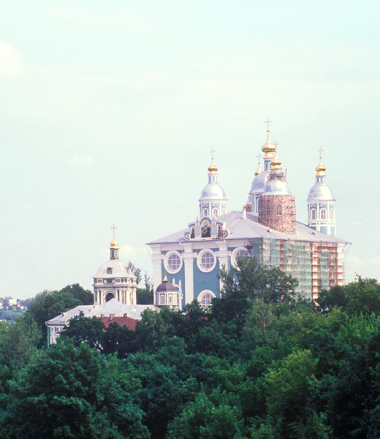 Dormition Cathedral, southwest view near Ascension Monastery. July 15, 2006. / Photo: William Brumfield