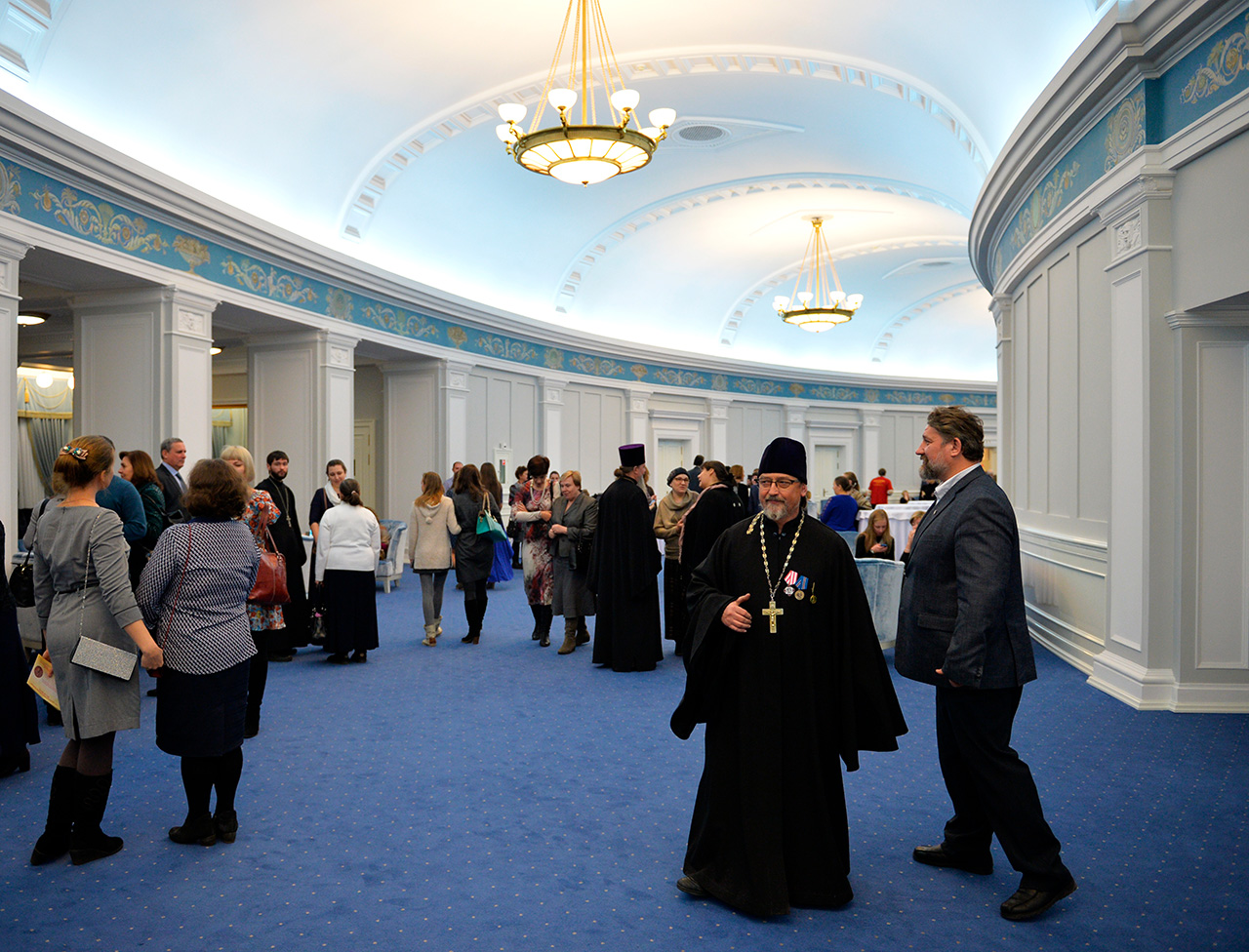 People at the Novosibirsk Theater of Opera and Ballet, Nov. 11, 2015. / Photo: Alexandr Kryazhev/RIA Novosti