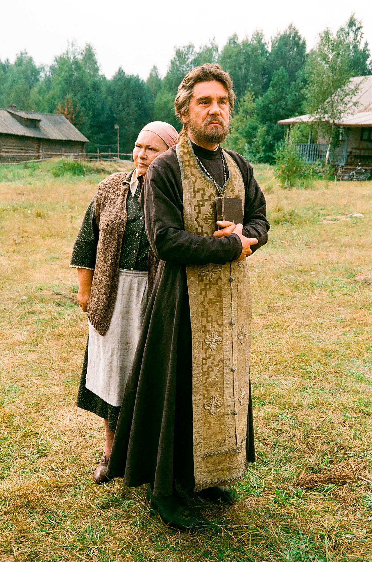 "Nina Usatova as Mother Alevtina and Actor Sergei Makovetsky as Father Alexander appear in a scene from ""Priest"" movie directed by Vladimir Khotinenko, Pskov Region, 2010. / Photo: TASS"