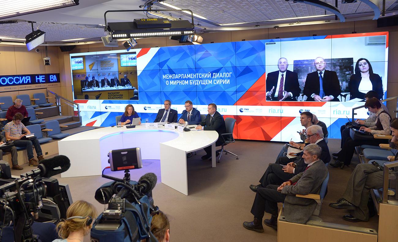 Russisch-syrische Konferenz in Moskau: Abgeordnete des russischen Föderationsrats und des syrischen Parlaments besprechen die Krise.