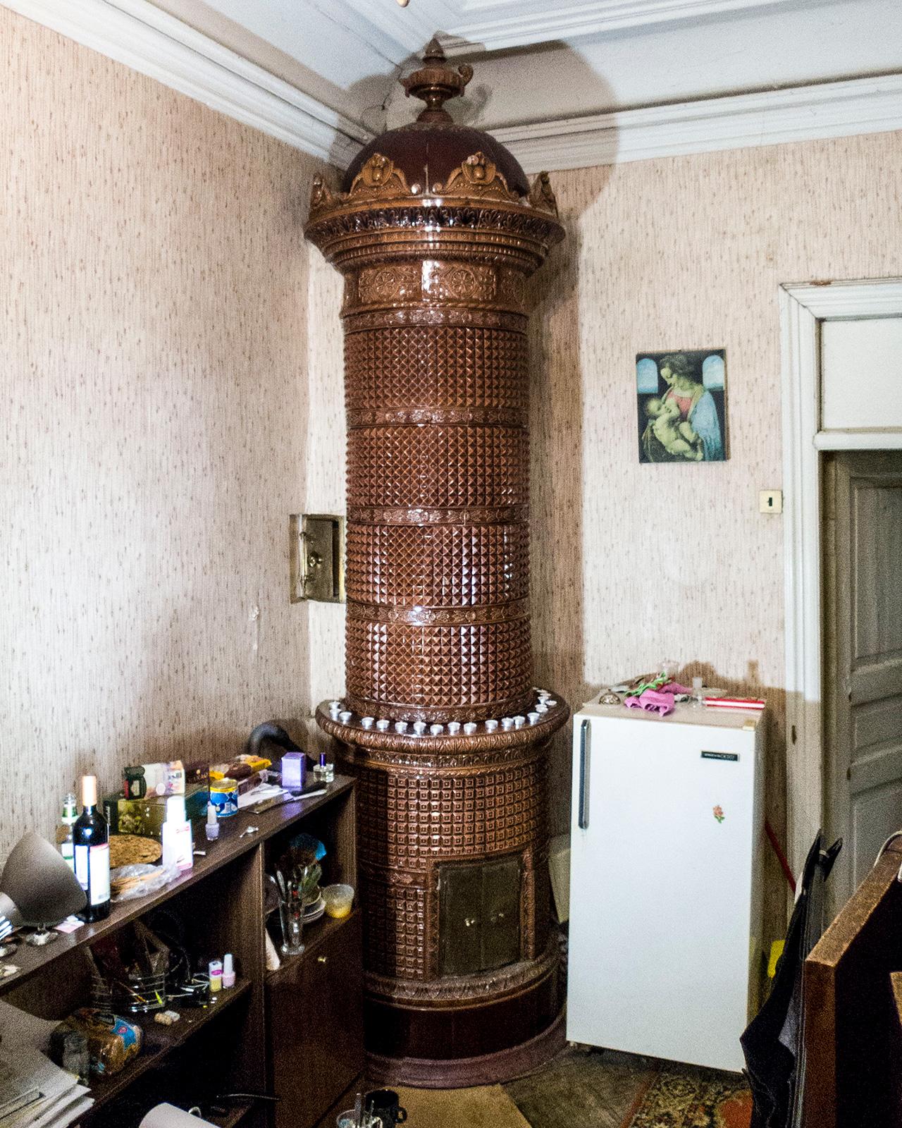 """Интериорът на Санкт Петербург преди революцията се събира и публикува в интернет от общността """"Стари фонд"""". """"Напълно възможно е тези апартаменти да попаднат на хора, които не оценяват какво представляват те, така че със снимките си ние искаме да запазим спомена за миналото"""", обясняват хората от проекта."""